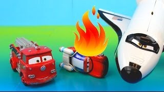 getlinkyoutube.com-Disney Pixar Cars Red Saves Lightning McQueen on fire after shuttle accident. Rescue squad mater