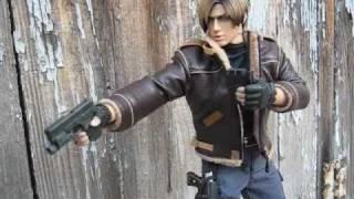 "getlinkyoutube.com-Leon S. Kennedy and ""Claire Redfield"" (aka ""Clarangela"") 1/6 Figures by Hot Toys - Resident Evil 4"