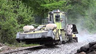 getlinkyoutube.com-CSX MOW Crew Replacing Railroad Ties On The Old Main Line