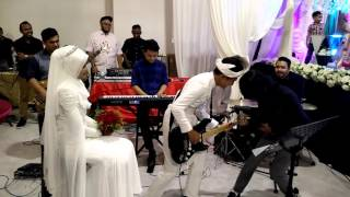 getlinkyoutube.com-Drama band - biarkanlah (adib & intan wedding)