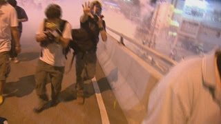 getlinkyoutube.com-CNN crew gassed during Hong Kong protests