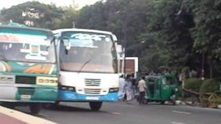 getlinkyoutube.com-road  accident uttara 8Nov11.mp4