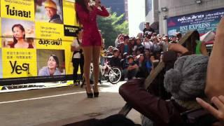 getlinkyoutube.com-Bảo Thy gặp sự cố khi biểu diển ở Đài Loan clip3