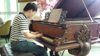 getlinkyoutube.com-許哲誠在MR.J餐廳彈奏周董的百萬古董鋼琴-蒲公英的約定