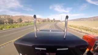 getlinkyoutube.com-Two Peterbilt 389's rolling together