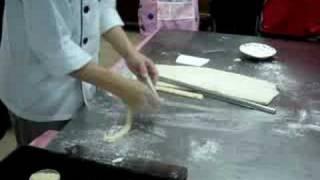 getlinkyoutube.com-師傅示範牛油酥皮麵包造型之二