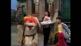 Sesame Street - Maria & Luis Take Care of Barkley