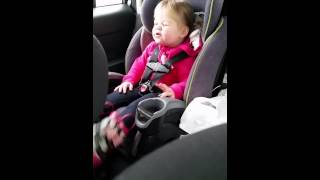 2 year Old Girl Lip Syncs To Taylor Swift's 'Shake It Off'