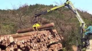 getlinkyoutube.com-木材を積み下ろし運搬する林業重機トラック~凄いね!
