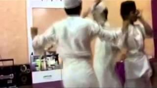 getlinkyoutube.com-رقص سعوديين ورعان استهبال BB  26D8E83F - YouTube.flv