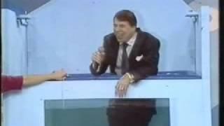 getlinkyoutube.com-Silvio Santos cai no tanque de agua