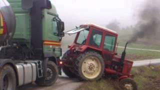 getlinkyoutube.com-belarus 82 vs mercedes 50 ton