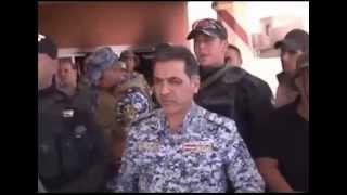 getlinkyoutube.com-وزير الداخلية محمد الغبان يقبل يد احد المقاتلين