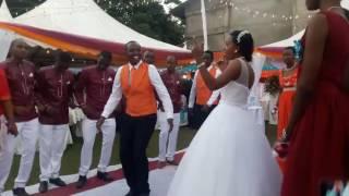 Ona jinsi harusi ya David na Elizabeth ilivyopendeza.Arusha Tanzania