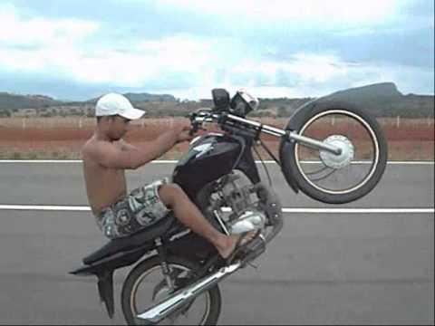 Dieguh empinando fan 125 queda de moto de Bonus