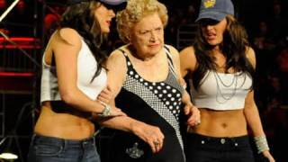 getlinkyoutube.com-Raw: Mae Young vs. Lay-Cool
