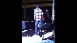 getlinkyoutube.com-Beso de Chandler Riggs con una fan de México