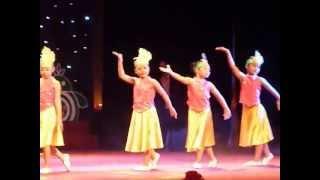 getlinkyoutube.com-Em Di Giua Bien Vang Huong Giang
