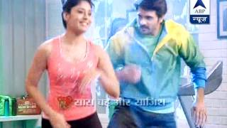 getlinkyoutube.com-Stars of 'Rangrasiya' spend some time dancing