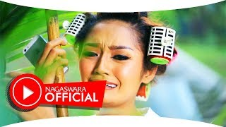 getlinkyoutube.com-Siti Badriah - Suamiku Kawin Lagi - Official Music Video - NAGASWARA