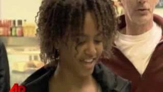 getlinkyoutube.com-Raw Video: Obama Goes Snack Shopping