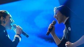 getlinkyoutube.com-Suor Cristina e Anna Tatangelo cantano Libera a Donne in Canto
