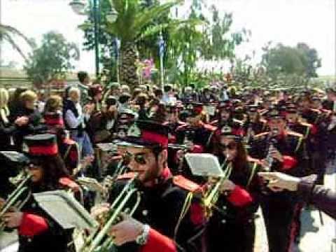 Μαθητική παρέλαση 25ης Μαρτίου στο Λαύριο
