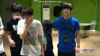 getlinkyoutube.com-SEVENTEEN TV 130706   Hansol & Seungchul receive  kiss from members!