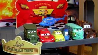 getlinkyoutube.com-Cars 2 Luigi's Casa Della Tires Pit Crew Garage Playset Disney Pixar Toys review by Blucollection