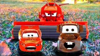 getlinkyoutube.com-Disney Pixar Cars Lightning McQueen and Mater Tractor Tipping Chased by FRANK Disney Short Tall Tale