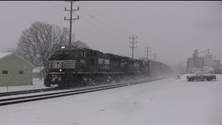 getlinkyoutube.com-Heavy Snow Fall and Winter Trains on the Norfolk Southern Harrisburg Line