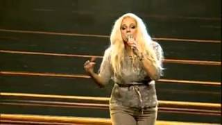 getlinkyoutube.com-Heather Schmid Us Singer Singing Pakistani National song