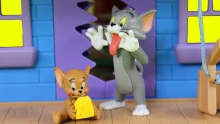 getlinkyoutube.com-Tom And Jerry Tricky Trap House Playset Game Of Cat And Mouse