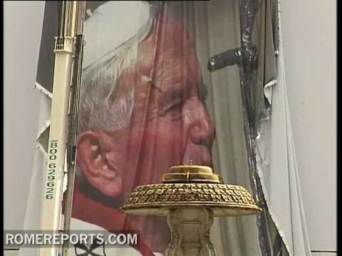 Biggest Picture in history of John Paul II shines from St  Peter's Square