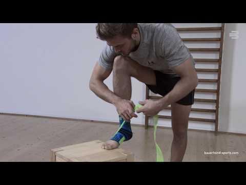 Bauerfeind Sports Ankle Support - So ziehst du unsere Sport-Sprunggelenkbandage richtig aus