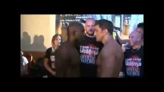 getlinkyoutube.com-Boxeador gay besa en la boca al oponente antes del combate