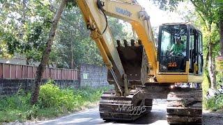 getlinkyoutube.com-Komatsu PC130F Excavator Loading Transporting Unloading