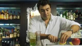 getlinkyoutube.com-カクテルレシピ|ミドリリキュール使用 ミドリラポムの作り方