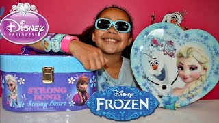 getlinkyoutube.com-DISNEY FROZEN SURPRISE TOY BOX - FROZEN MAKEUP BOX - ELSA SINGING DOLL | Toys AndMe