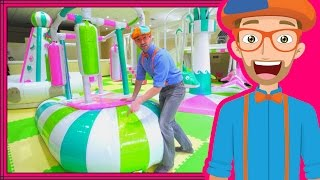 getlinkyoutube.com-Learning Colors with Blippi at an Indoor Playground Play Place