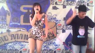 getlinkyoutube.com-Uut Selly Hot & Joget Unik (1)