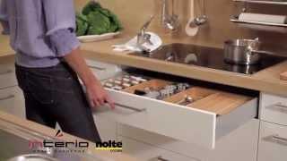 Drewniane wyposażenie z młynkami - meble kuchenne Nolte