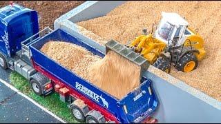 getlinkyoutube.com-RC tractor Action! R/C farming with Siku Control at Hof Mohr!