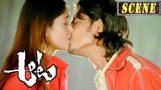 Siddharth Lip-Lock With Ileana - Romantic Love Scene - Aata Movie Scenes