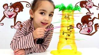 getlinkyoutube.com-Monos Locos! (Mattel) Tumbling Monkeys Game. Juego de mesa con Andrea. Divertilandia!