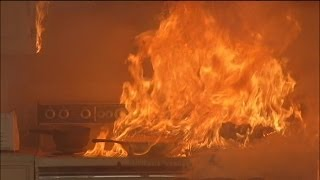 getlinkyoutube.com-Test shows how quickly grease fires can spread