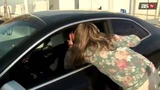 لاعب ريال مدريد سيرجيو راموس يقبل فتاتين وتصابان بالجنون | 13.12.2013