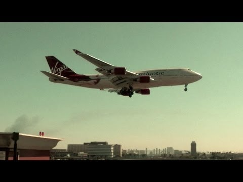747 VS A380! WHO WINS??