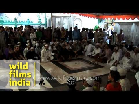 Qawwali session at Nizamuddin Dargah in Delhi