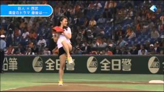 getlinkyoutube.com-일본 체조 선수 노출 시구 영상 Sexy Gymnast Baseball First pitch